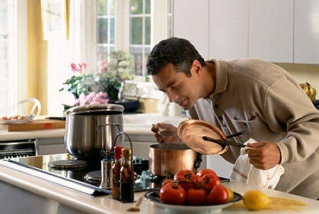 hombre cocinando 2