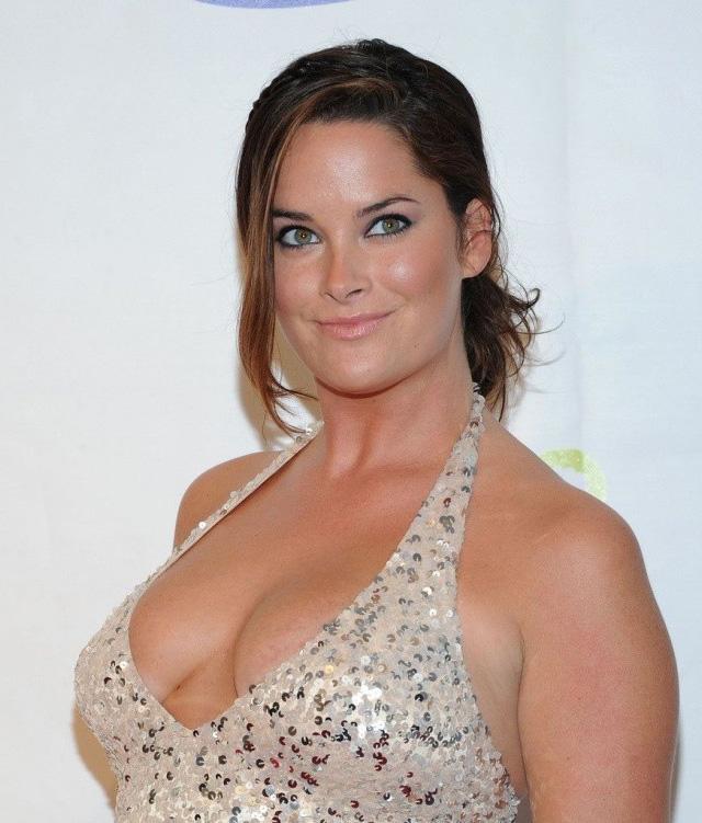 Withney Thompson, Las diez modelos de talla grande más sexys de 2014