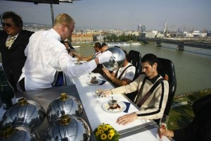 Restaurantes originales Dinner in the sky , blog del single